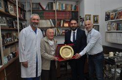 Sağlık Turizmi Konseyi'nden 62 Yıllık Hekim Dr. Fikret'e Plaket